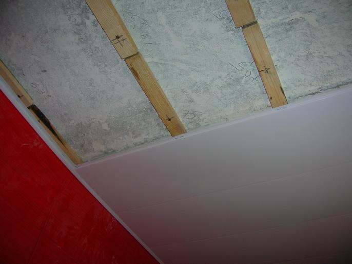 Как сделать потолки сайдингом